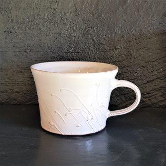 handdrejad vit kopp